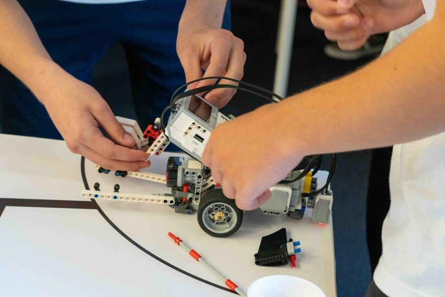 """Програма """"Роботика за България"""" търси мотивирани учители"""