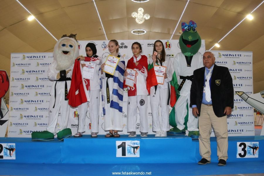 Александра Георгиева с бронзов медал от Европейското първенство за кадети